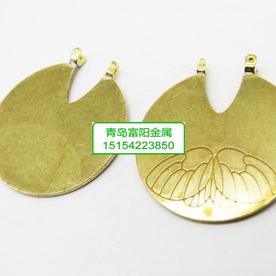 铜面刻花耳饰